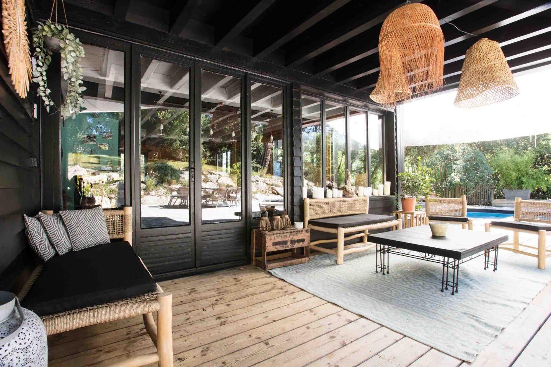 Extérieur terrasse rénové avec goût